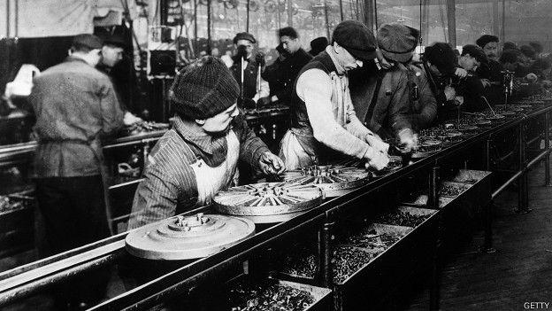 Revolución Industrial: fábrica Ford 1914