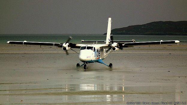Взлет из аэропорта Барра в Шотландии