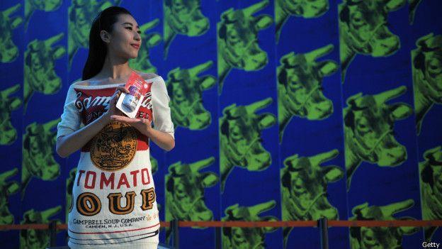 19a528779eadb Cómo Andy Warhol logró cambiar el mundo de la moda con una lata de ...