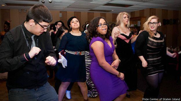 dfbabb7ce Los jóvenes en EE.UU. que salen del armario en los bailes de ...