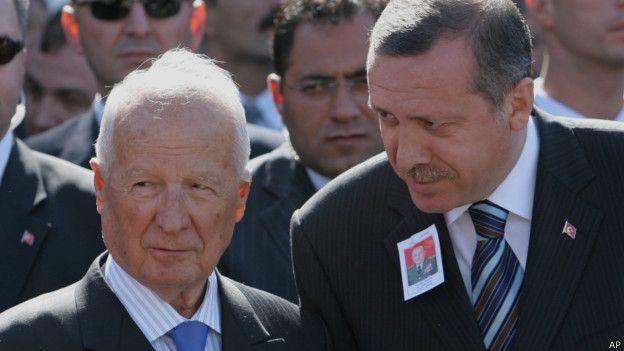 Evren ile Erdoğan 2005'te, darbenin önde gelen isimlerinden Nurettin Ersin'in cenaze töreninde.