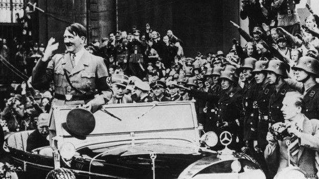 Hitler en un desfile