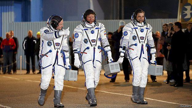 Astronautas que van a la EEI
