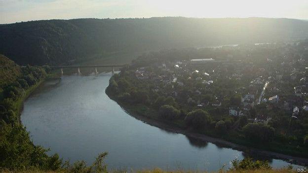 З високого берега Дністра відкривається чудовий краєвид на місто Заліщики