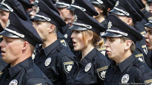 http://ichef.bbci.co.uk/news/ws/624/amz/worldservice/live/assets/images/2015/07/04/150704135239_new_street_patrol_police_kiev_624x351_europeanphotopressagency.jpg
