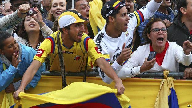 Afición colombiana en París