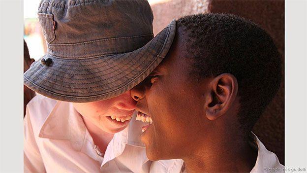 Gemelos en Tanzania. Foto: Rick Guidotti