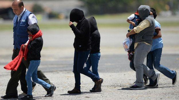 Menores indocumentados son deportados de EE.UU. a Guatemala