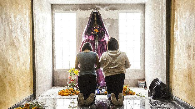 Santa Muerte: el fotógrafo británico que quiere mostrar
