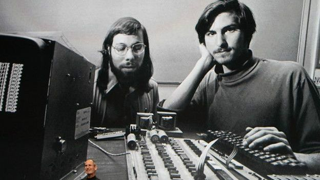 7a9b68f055b Derechos de autor de la imagen Getty Image caption Steve Jobs fundó Apple  ...