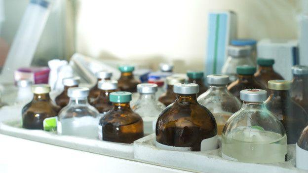 Бутылки с медикаментами