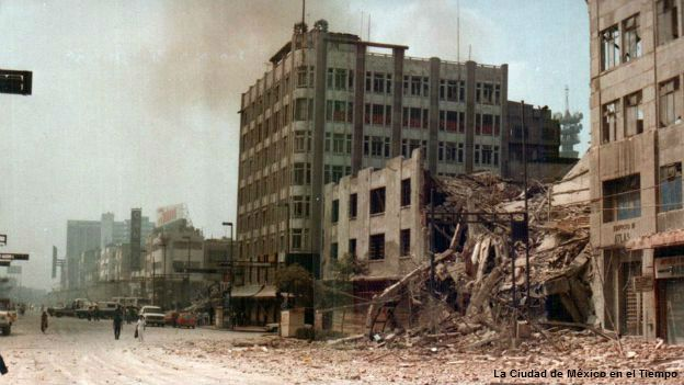 Avenida Eje Central tras el sismo de 1985 en Ciudad de México.