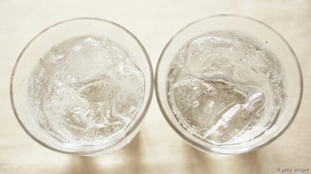 Dos vasos de agua