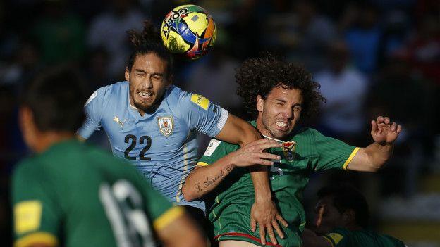 Martín Cáceres anotó el primer gol para Uruguay