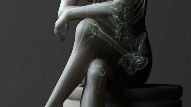 Крупное фото женщина закинула ноги на плечи мужчине фото 238-670