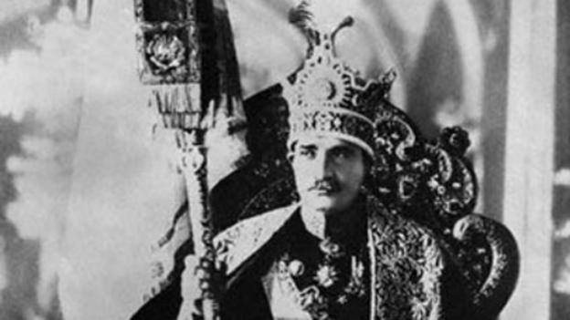 رضا شاه پهلوی بر تخت سلطنت