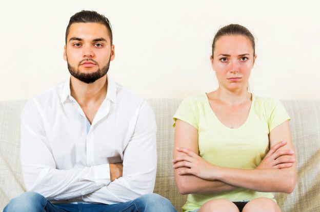 Una pareja molesta