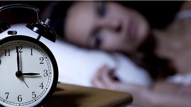 Исследователи из Университета графства Саррей обнаружили, что людям, которые пьют кофе, обычно бывает тяжелее засыпать по ночам