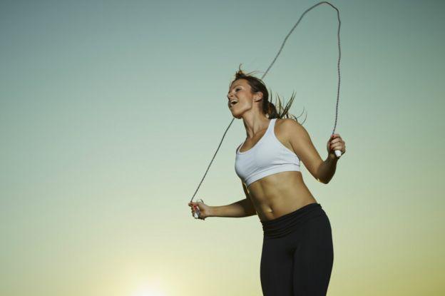 brincar la cuerda baja de peso
