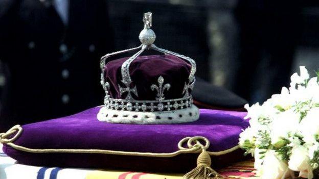 Resultado de imagen para corona y baston de reina