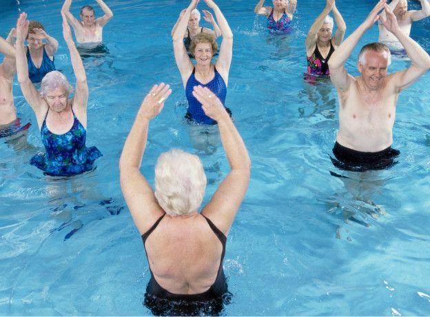 Como bajar de peso en la piscina