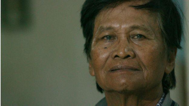Martono saat itu mengaku dipaksa membuang sejumlah mayat.
