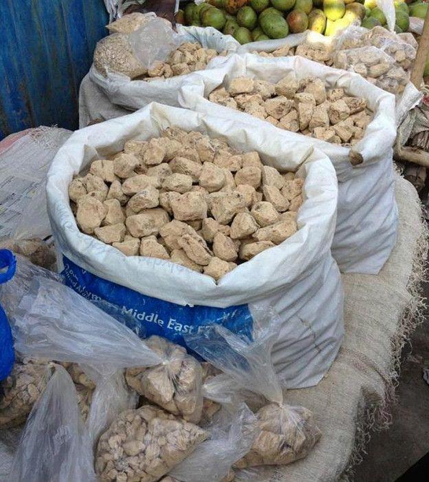 Среди различных видов почвы люди предпочитают глину и каолин