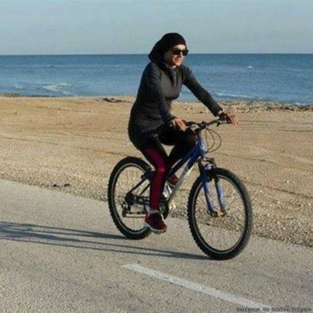 نتيجة بحث الصور عن نساء وفتيات ايرانيات يقودن الدراجة الهوائية