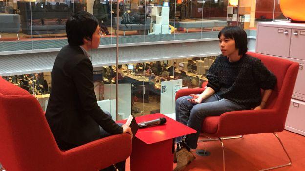 窦靖童体育老师接受BBC中文部记者子川专访(摄影:肖媛)