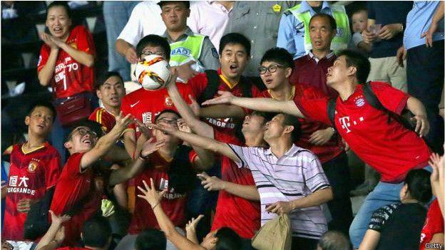 在中国,观看英超联赛的观众越来越多
