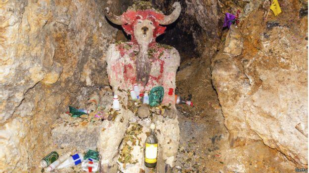 Un homenaje al Tío en una mina de Potosí, en Bolivia