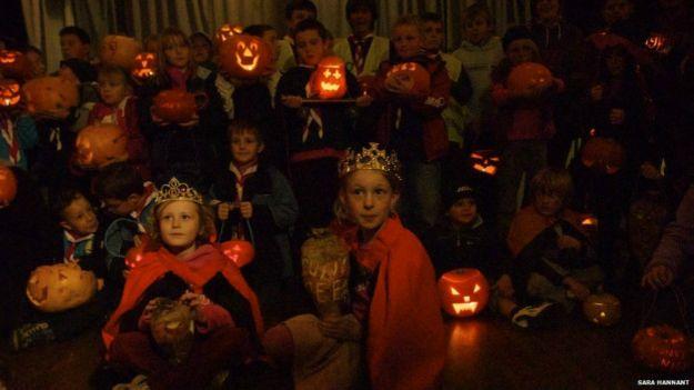 http://ichef.bbci.co.uk/news/ws/625/amz/worldservice/live/assets/images/2014/10/31/141031132342_halloween_tradition_lights_31_10_624x351_getty_nocredit.jpg