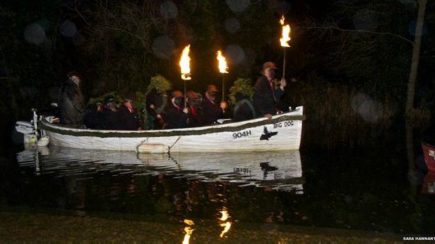 http://ichef.bbci.co.uk/news/ws/625/amz/worldservice/live/assets/images/2014/10/31/141031133947_halloween_boat_31_10_624x351_getty_nocredit.jpg