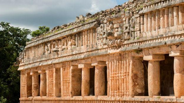 Gran palacio maya en Uxmal, méxico. Foto: Mascarón en reserva arqueológica maya de Uxmal, México. Foto: Pim Schalwijk/INAH