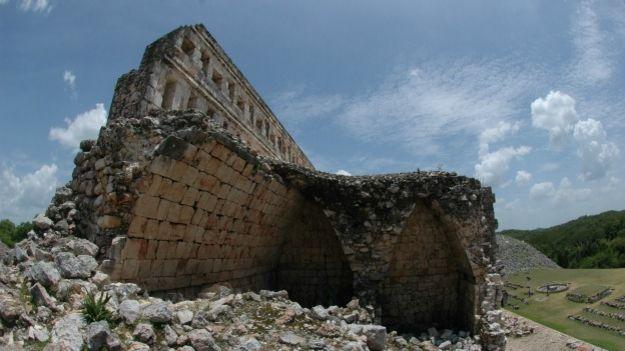 Kabah, zona arqueológica de México donde se investiga el código Puuc. Foto: Mauricio Marat, INAH