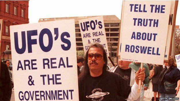 150126100810 protests for knowing about ufo 624x351 getty - Los secretos sobre los ovnis del misterioso Proyecto Libro Azul de EE.UU.