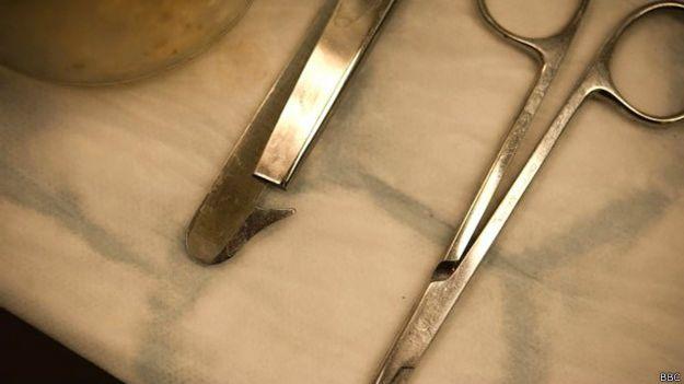 El escabroso trabajo de hacer 50 autopsias a la semana