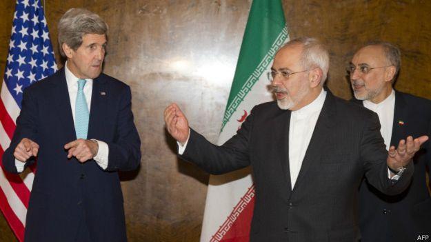 John Kerry y Mohamed Javad Zarif
