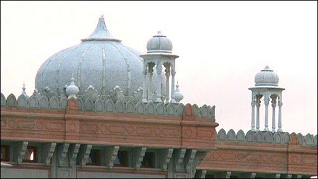 فيديو: أحد أكبر معابد السيخ خارج الهند في بريطانيا