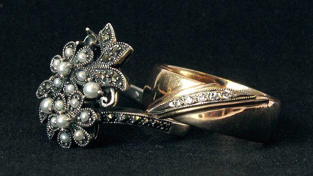 Кольцо с жемчугом и кольцо с бриллиантами