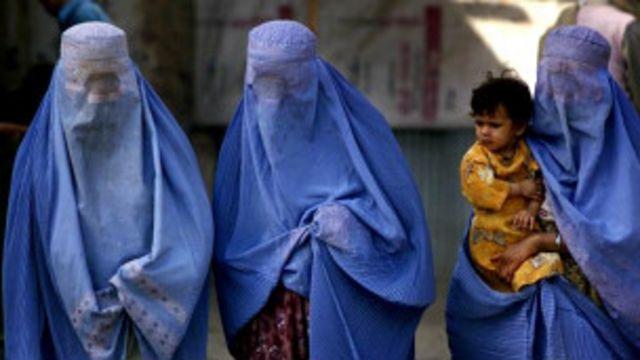 Pakistán: prohíben a mujeres salir de compras solas