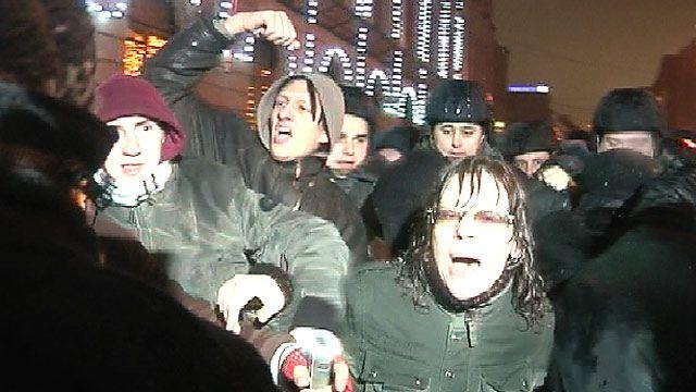 Оппозиционеры после митинга на Чистых прудах
