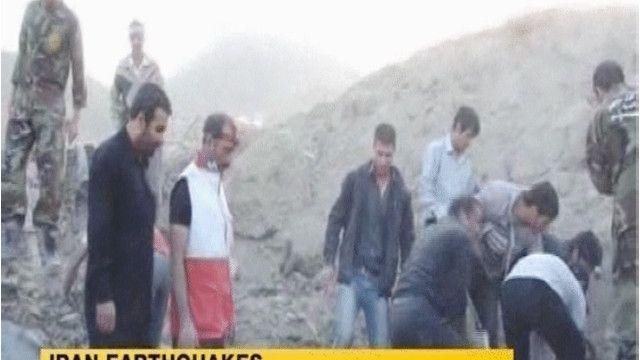 أكثر من 300 قتيل في زلزال ايران