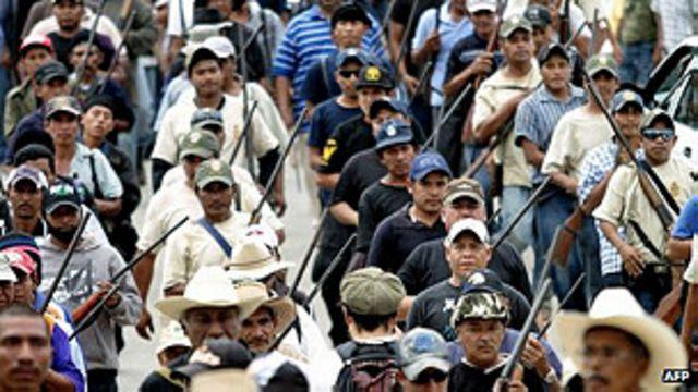 México: civiles armados detienen a jefe de la policía local