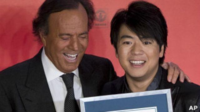 Guinness premia a Julio Iglesias como el latino que más discos ha vendido