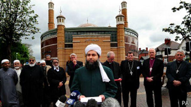 ما الذي يدفع شبابا مسلمين في أوروبا للعزلة ثم التشدد؟