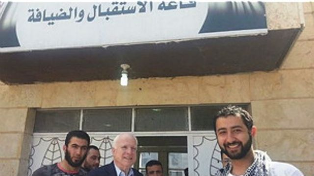 Senador McCain se reúne con rebeldes sirios