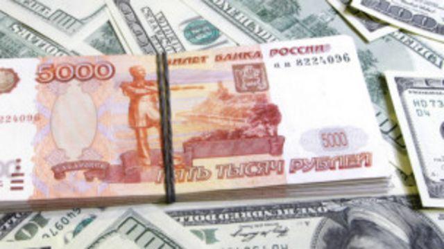 La moneda rusa se desploma ante el dólar