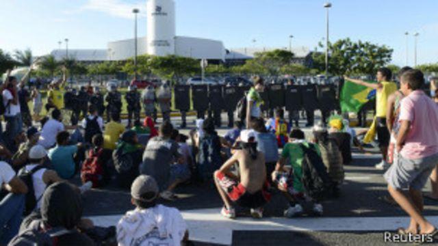 Intensidade de protestos diminui durante o domingo no Brasil