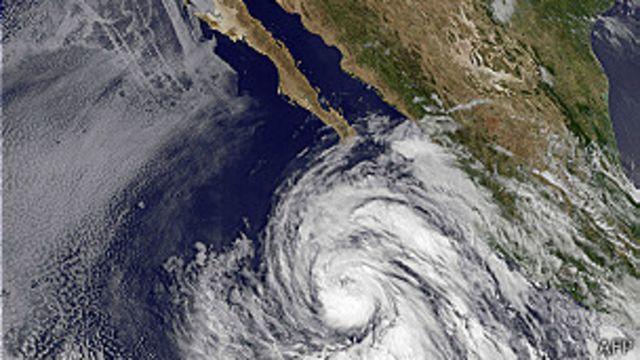 Huracán Cosme pasa a categoría 1 en el Pacífico mexicano